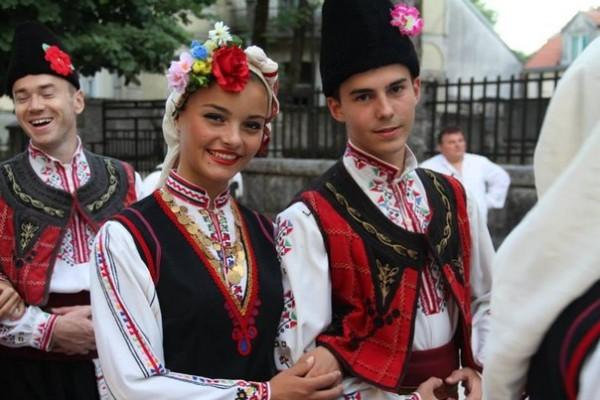 Болгары в национальных костюмах
