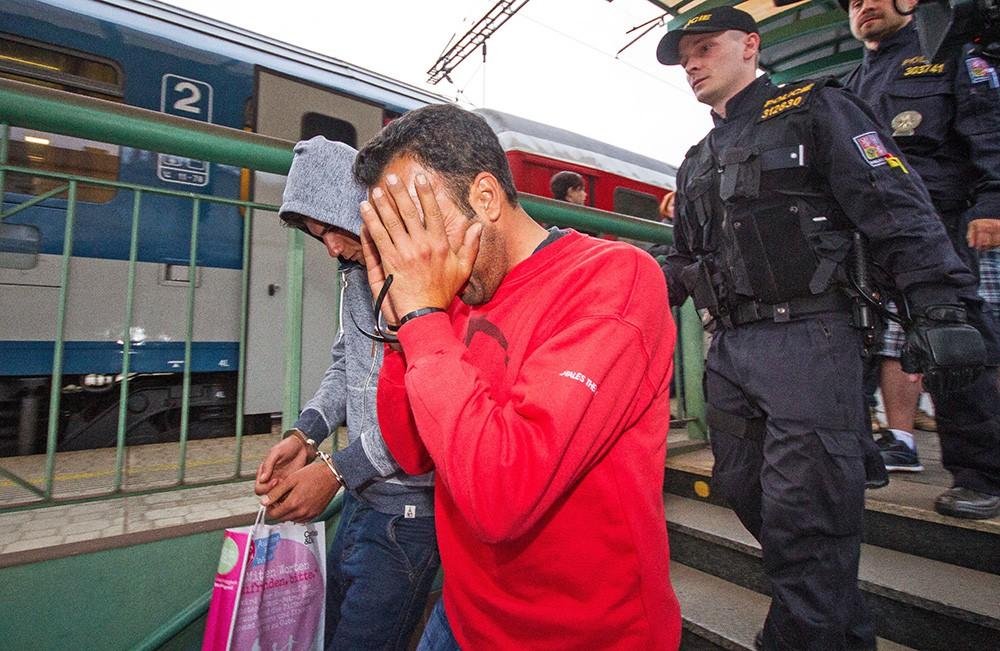 Депортация нелегальных мигрантов в Италии