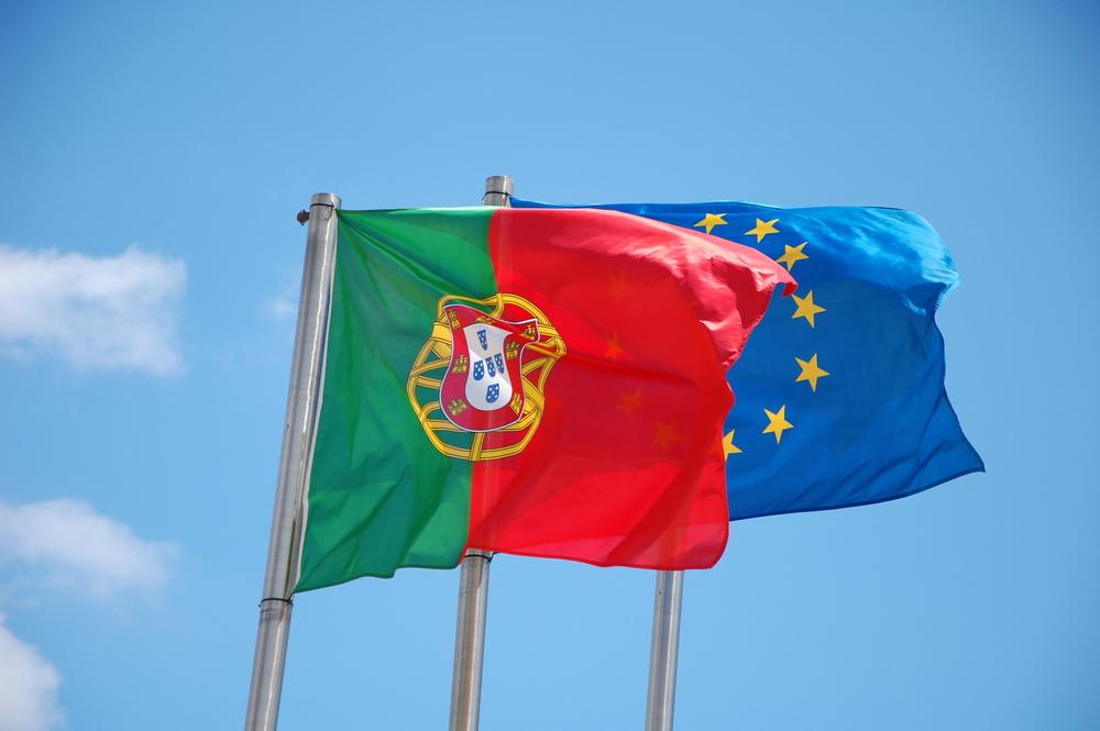 Флаги Португалии и ЕС