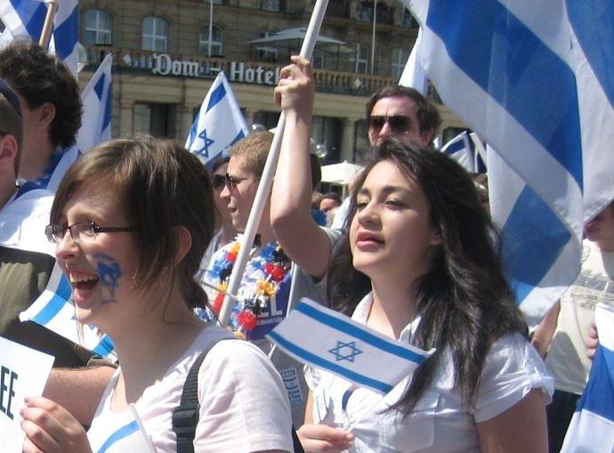 Молодёжь с символикой Израиля
