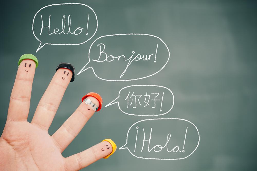 Четыре пальца ладони указывают на разные языки