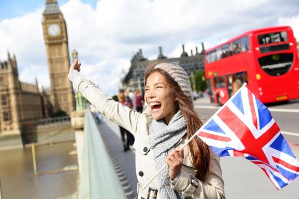 девушка с флагом Великобритании