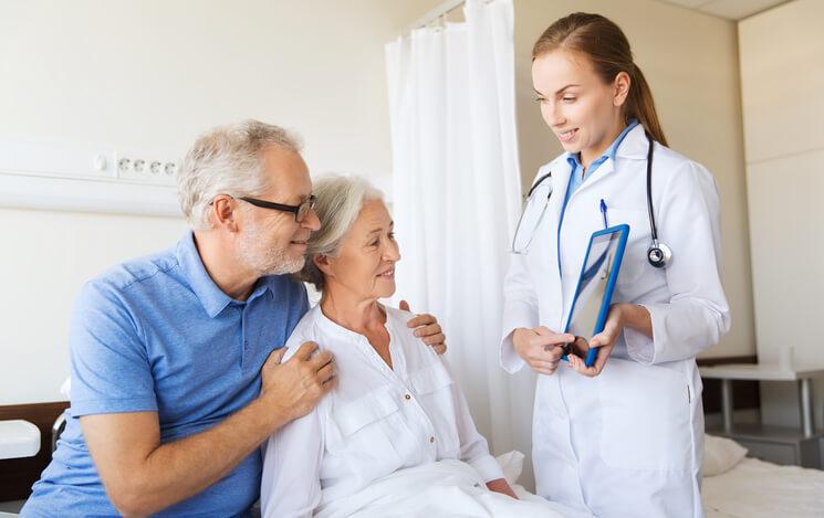 доктор принимает пациентов