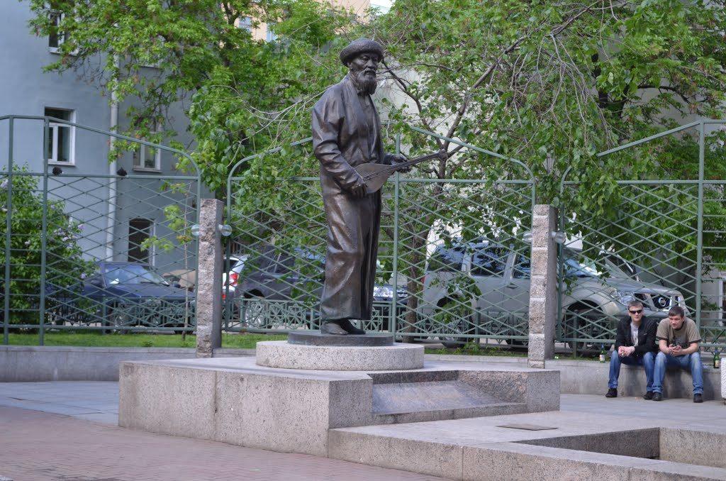 памятник конфуцию