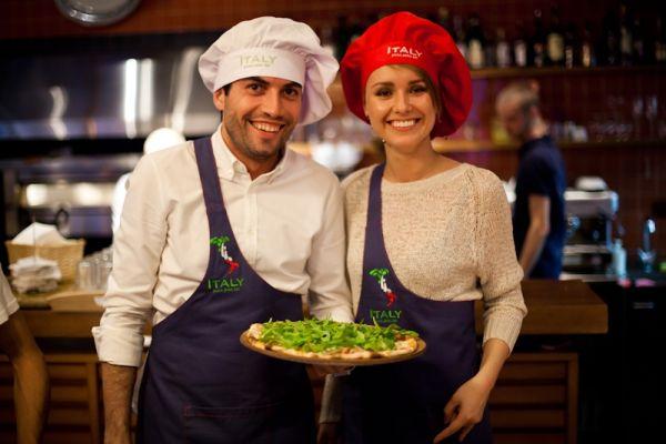 работники итальянского кафе