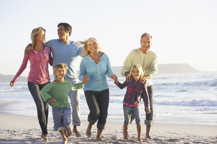 Семья на пляже в Австралии