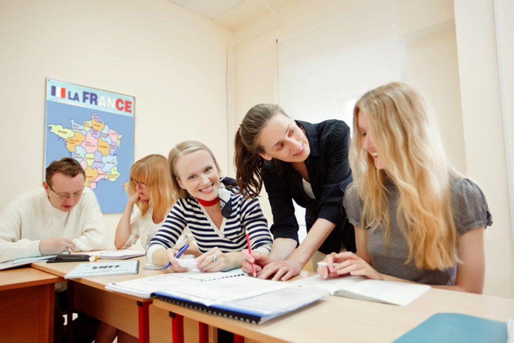Студенты изучают французский язык