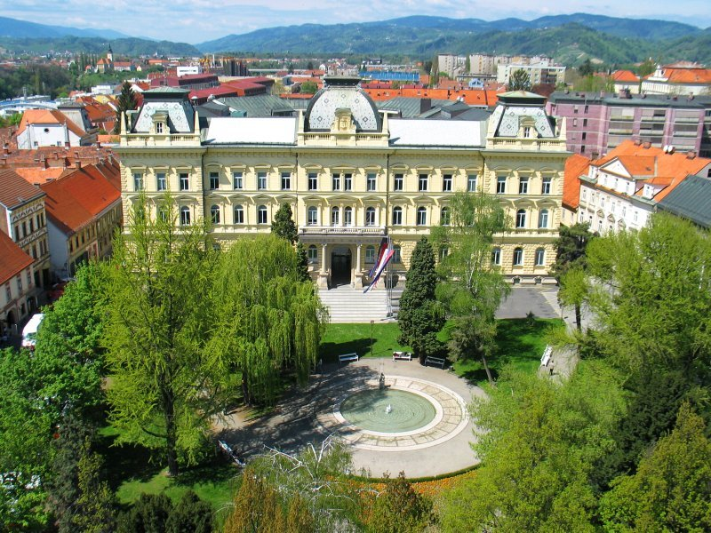 Университет в Словении