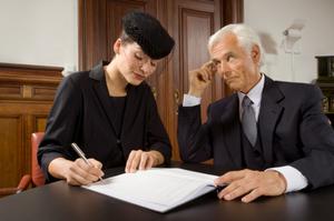Если после окончания срока подачи заявлений на наследство появляются законные наследники, то они имеют право обратиться в суд с требованием продлить срок и возвратить имущество