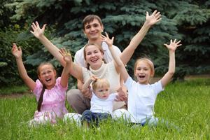 Выплаты и льготы при рождении третьего ребенка