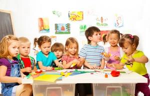 Если с вашим ребенком плохо обращается воспитатель и руководитель детсада не предпринимает никакие действия, чтобы решить эту проблему, вы можете смело обращаться в прократуру с заявлением