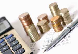 В процессе расчёта выплат по больничному учитываются только усреднённые показатели
