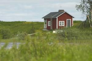 Договор купли-продажи жилого дома с землей.
