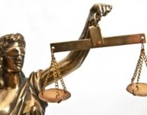 судебные весы