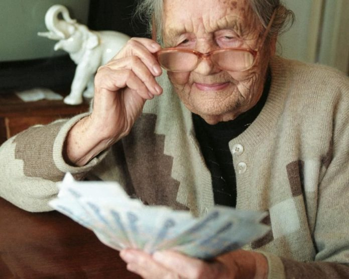 Пенсионерка с деньгами