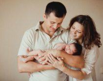 Семья с новорождённым