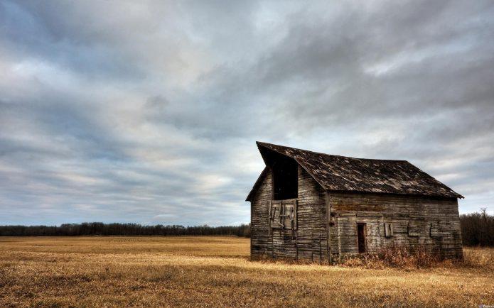 Старый дом в поле