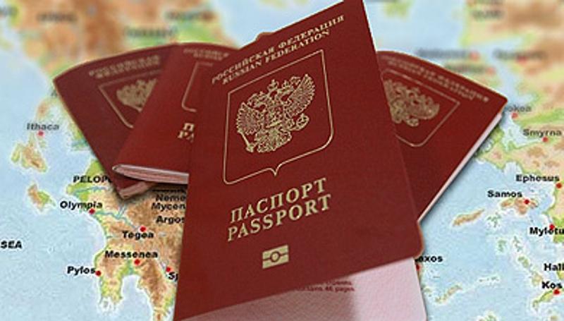 Загранпаспорт на фоне карты Греции